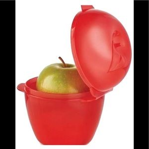 New! Tupperware Apple keeper